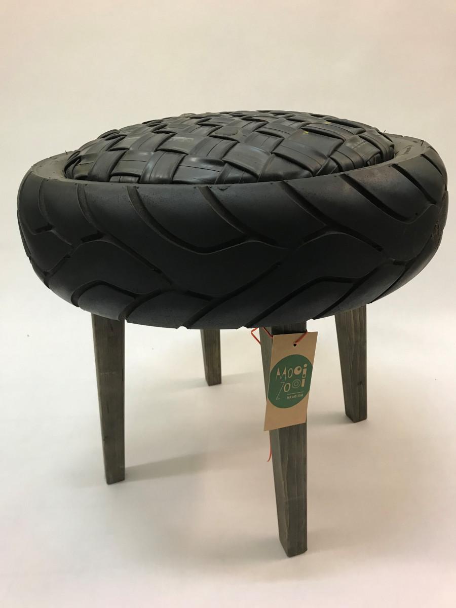 Zwarte-ronde-kruk